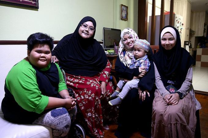 Nurul Syafiqah Roslan and her mother Yanti Mazlan