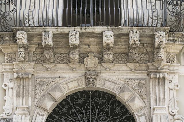 Decori sui palazzi-Acireale