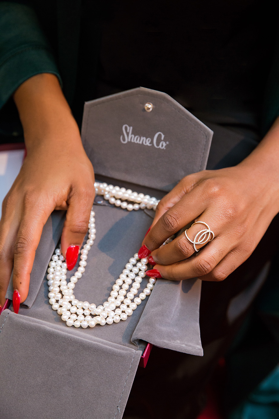 Shane Co jewelry, holiday gifts, pearl necklace, www.jadore-fashion.com