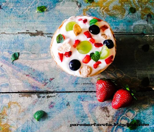 pyszne owoce z serkiem homogenizowanym w wafelku