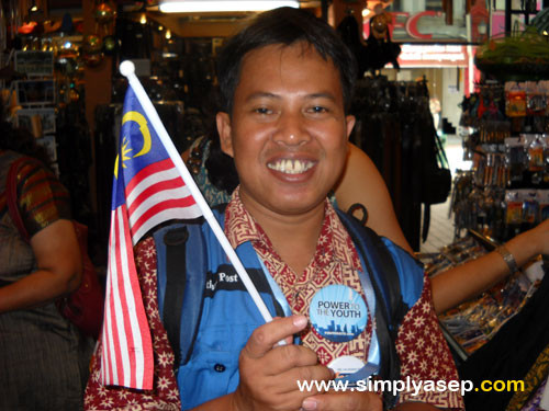 How proud I am with Malaysia Flag here. Photo taken during YES2009 last November 2009 in Kuala Lumpur