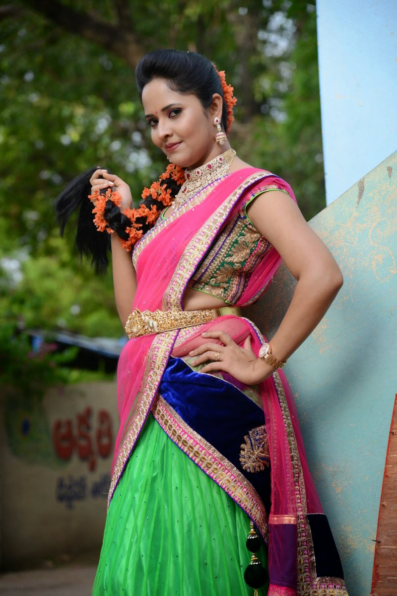 Glamorous Stills Of Telugu TV Anchor Anasuya Hip Navel In Traditional Pink Half Saree