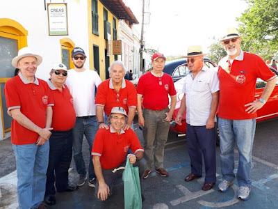 As camisas vermelhas do Clube do MP.