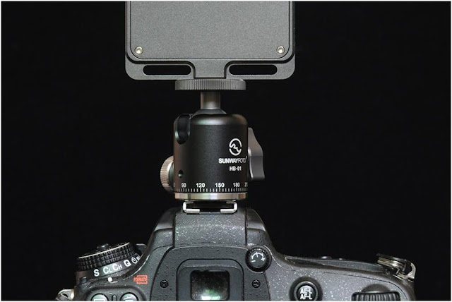 Sunwayfoto HB-01 Mini Ball Head on DSLR hot shoe