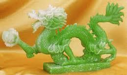 patung naga hijau dari china