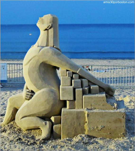 Esculturas de Arena de Revere Beach: Look Up de Marianne Van Den Broek