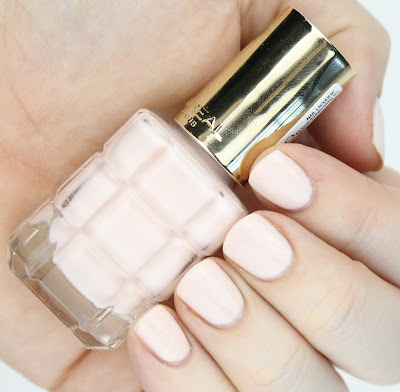 L'Oreal Colour Riche Le Vernis A L'Huile Nail Polishes review swatches 114 Nude Demoiselle