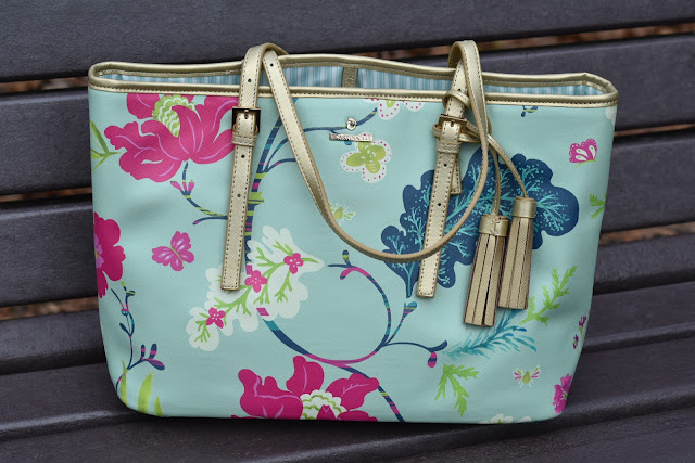 Island-Inspired Tote Bag from Spartina 449 that Has Me Ready to Hit the Beach  via  www.productreviewmom.com