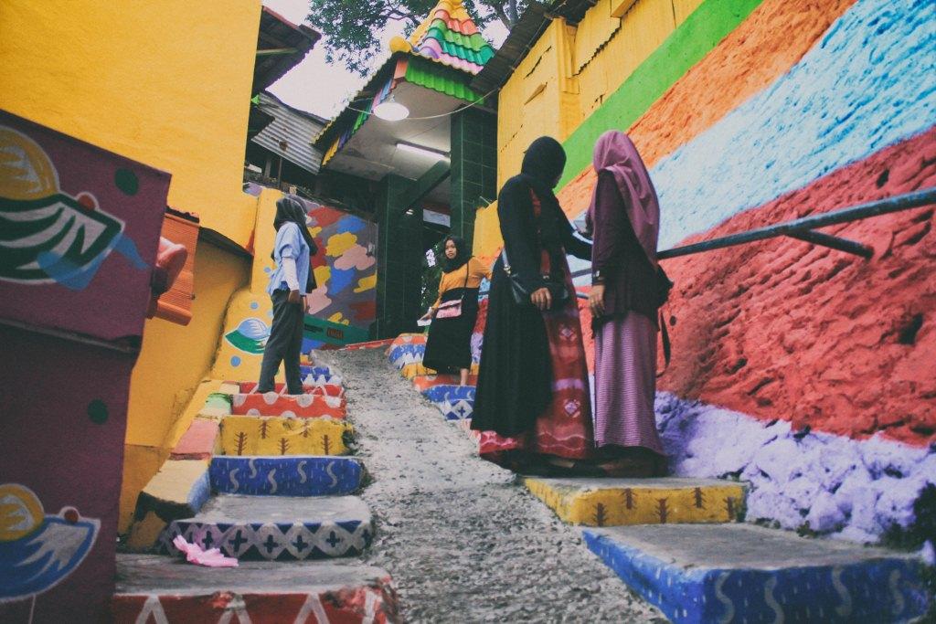Deretan tempat kumuh yang disulap jadi cantik for Mural yang cantik
