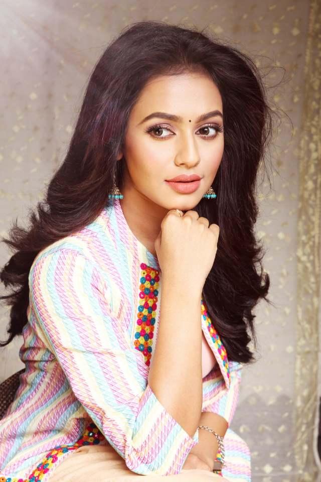 Nusrat Jahan (Actress) Wiki Height, Weight, Age, Affairs