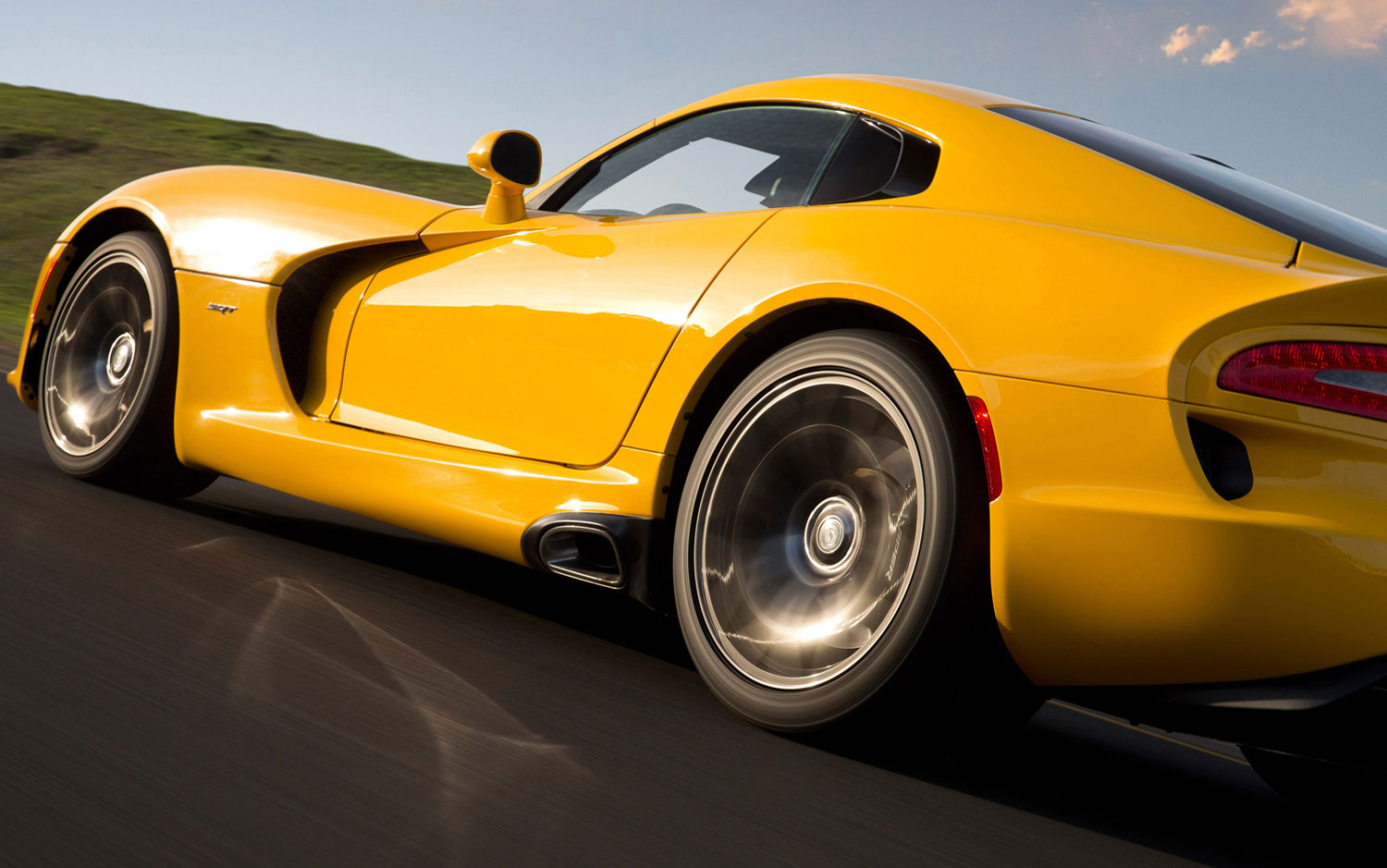 Pirelli P Zero >> Cars Model 2013 2014: SRT Viper ACR May Debut in Calendar ...