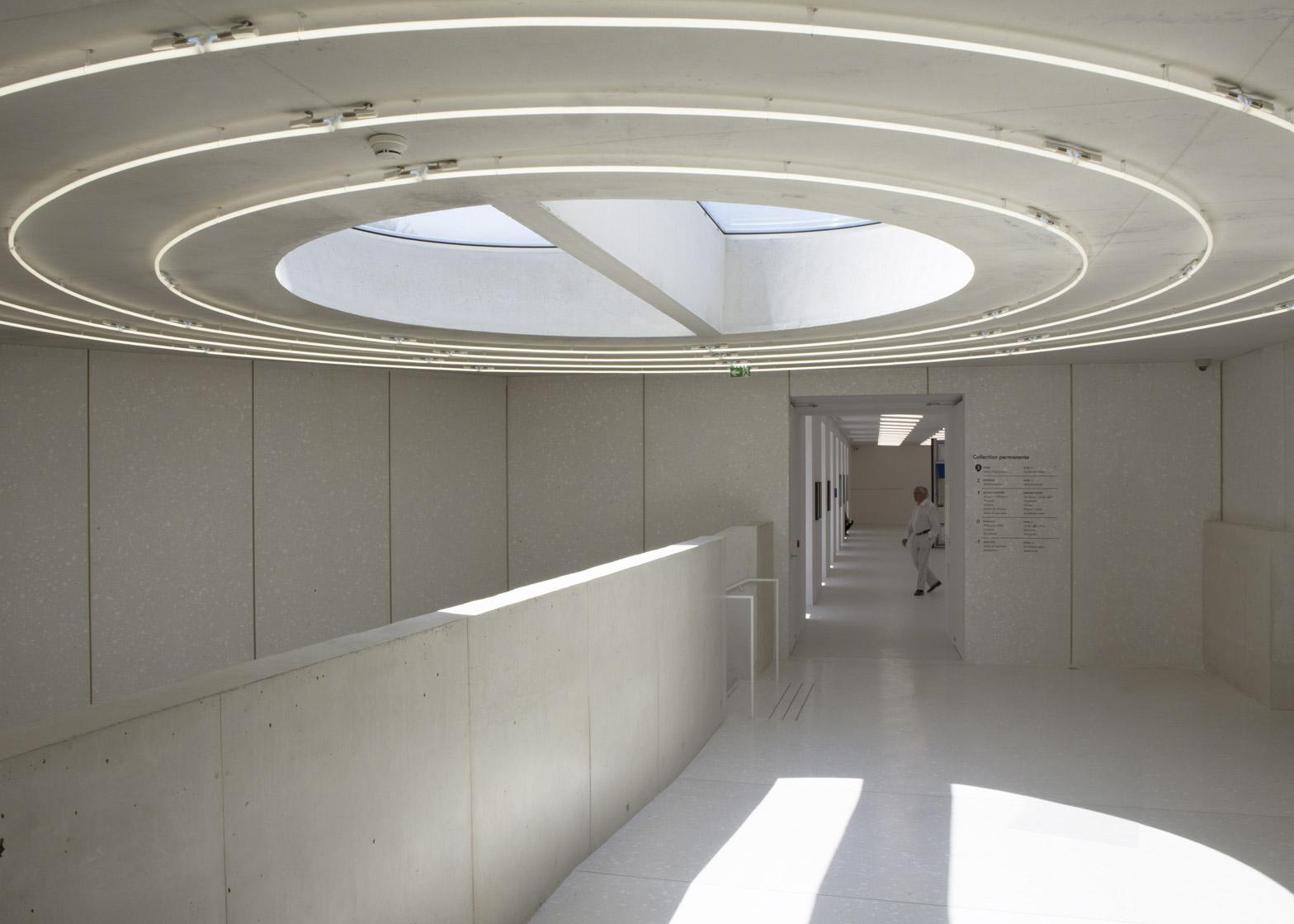 Struttura in marmo bianco per la Collection Lambert en ...