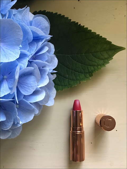 My Midlife Fashion, Charlotte Tilbury Matte revolution, the queen lipstick