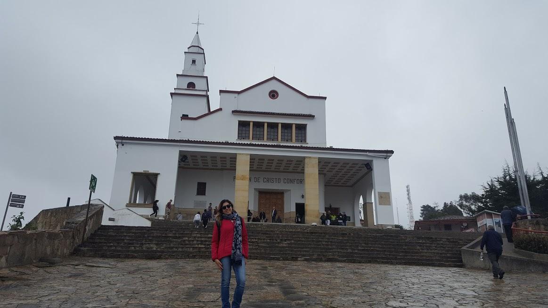 Com o Santuário de Monserrate ao fundo - Cerro de Monserrate - Bogotá