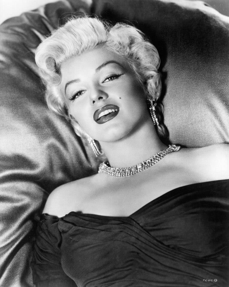Marilyn Monroe Living Room Decor: Photoshoot Of Marilyn Monroe In Monkey Business, 1952