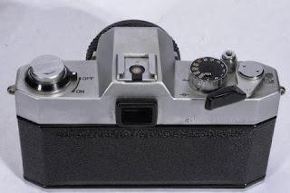 Bagian belakang Yashica FX-2
