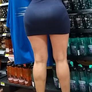 Chica caderona lindas piernas vestido ajustado