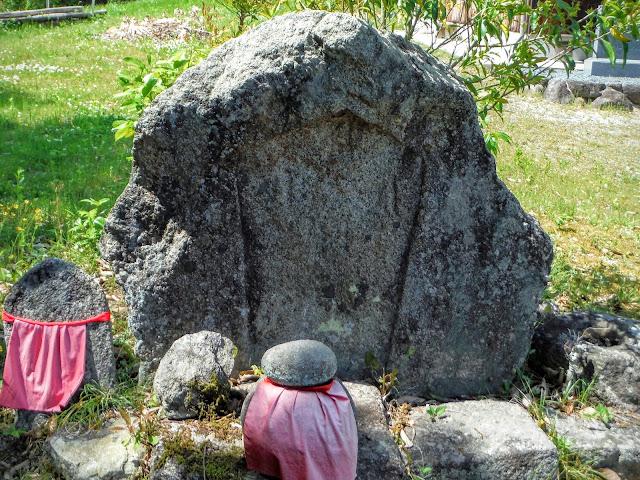 自然石六字名号碑