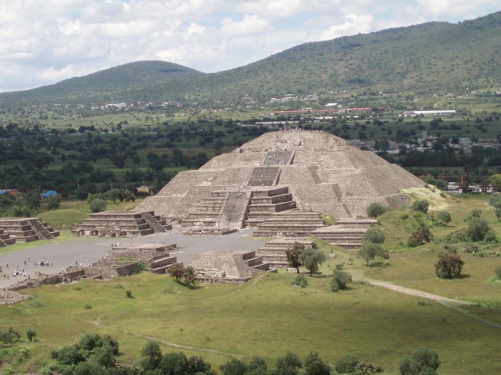 Alien visitors: Teotihuacan