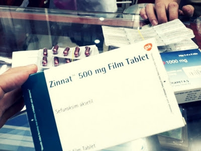 Thuốc kháng sinh Zinnat 500 mg giả lần này có bao bì màu xanh trong khi thuốc thật có bao bì màu đỏ