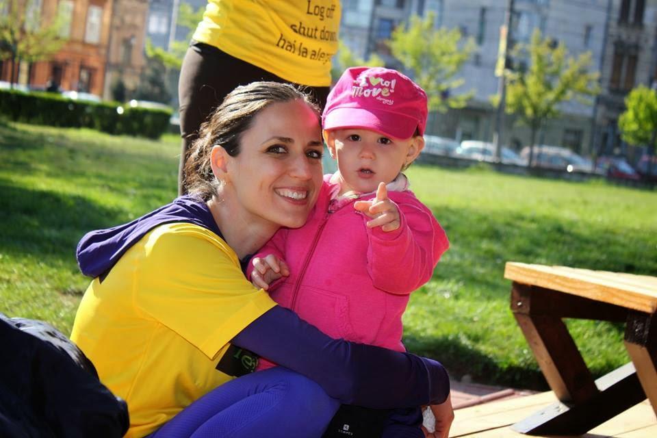Diana Crăiniceanu aleargă 100 de kilometri pe traseul Reşiţa - Timişoara. Diana şi Ana 01