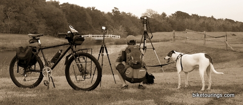 Picture of mountain bike with cameras and tripods for bicycle touring photography