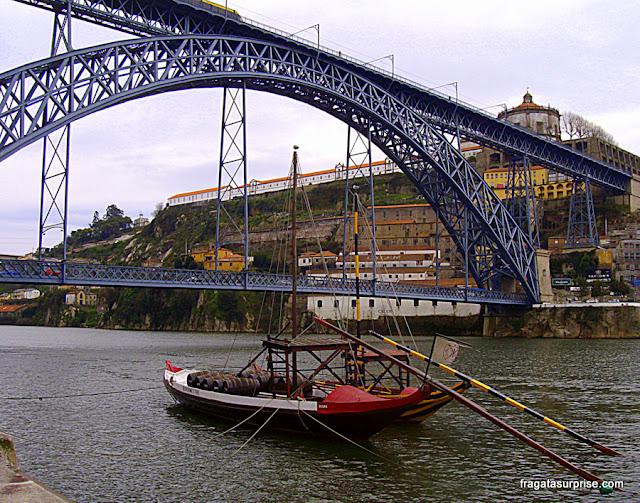 Rabelo, embarcação típica do Rio Douro, no Porto
