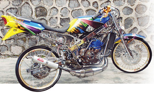 modifikasi motor ninja r warna hijau  tahun ini