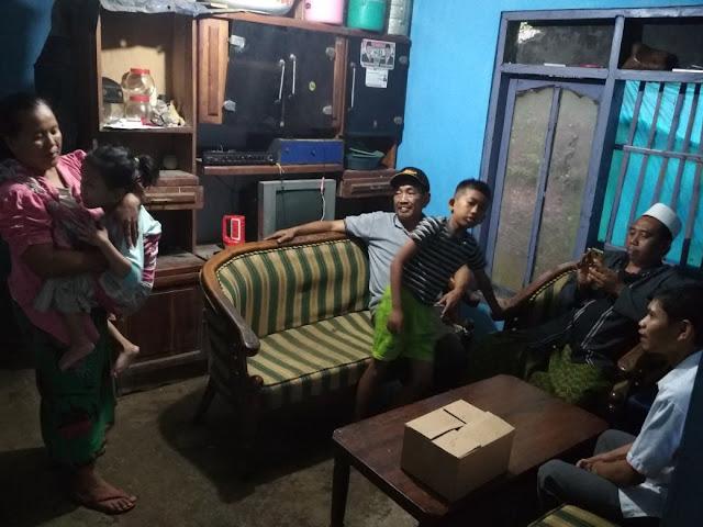 Team Lazismu saat bertamu bersama perangkat desa Karangkedawung