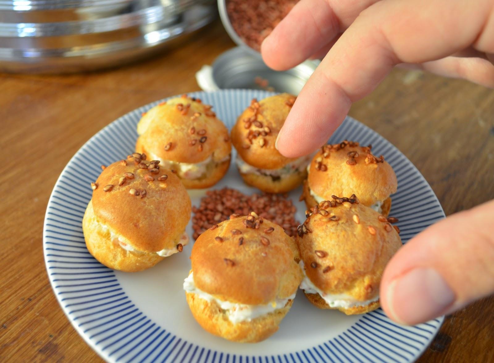 Mini choux apéritifs au sésame et à la ciboulette
