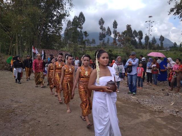 Nia, Penari Ritual Mustiko Tirto Gerbeg Agung Liyangan