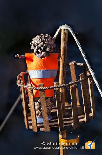 Presepi sull'acqua a Crodo: realizzato con pigne