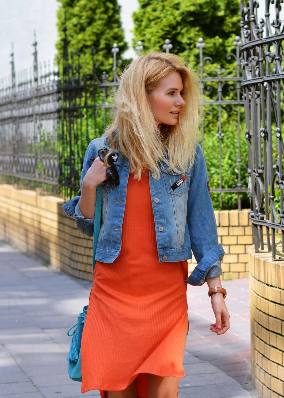 pomarańczowy kolor, wiosna, jasna wiosna, analiza kolorystyczna, złoty blond, pomarańczowa sukienka midi