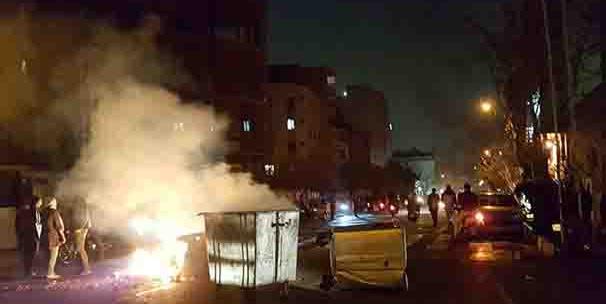 Demo Anti Pemerintah Makin Besar, Perwira Polisi Iran Tewas Ditembak Demonstran