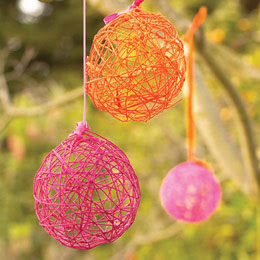Easter and Spring Craft ideas: how to make yarn eggs with balloons