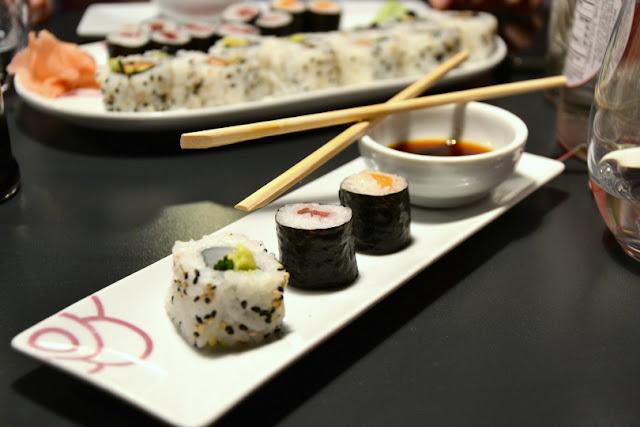 miss-sushi-plato-palillos