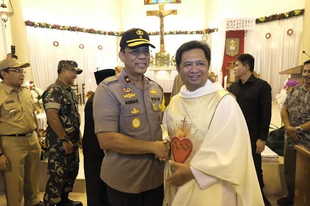 Wakapolda Sulsel, Kasdam XIV/HSN Dan Forkompimda Pantau Perayaan Malam Natal Di Makassar