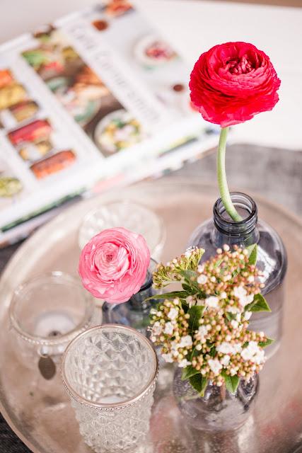 Friday Flowerday, Ranunkeln in Einzelvasen, Pomponetti