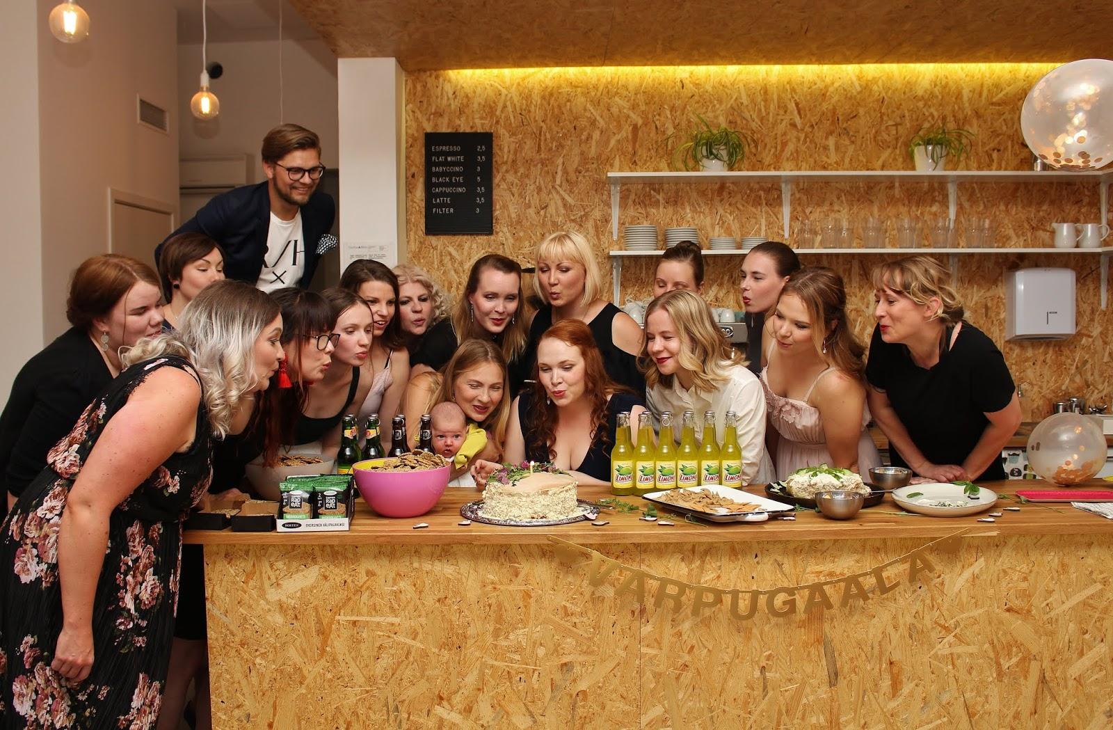 Juhlahumua! Varpujengi juhlii Varpublogin 1-vuotissynttäriä Varpugaalassa.