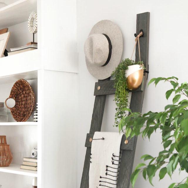 DIY: Cómo hacer una escalera decorativa con detalles dorados