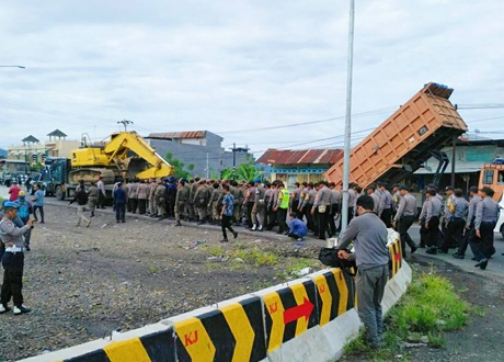 Ratusan Aparat Dikerahkan Kawal Pengerjaan Jalan Padang By Pass