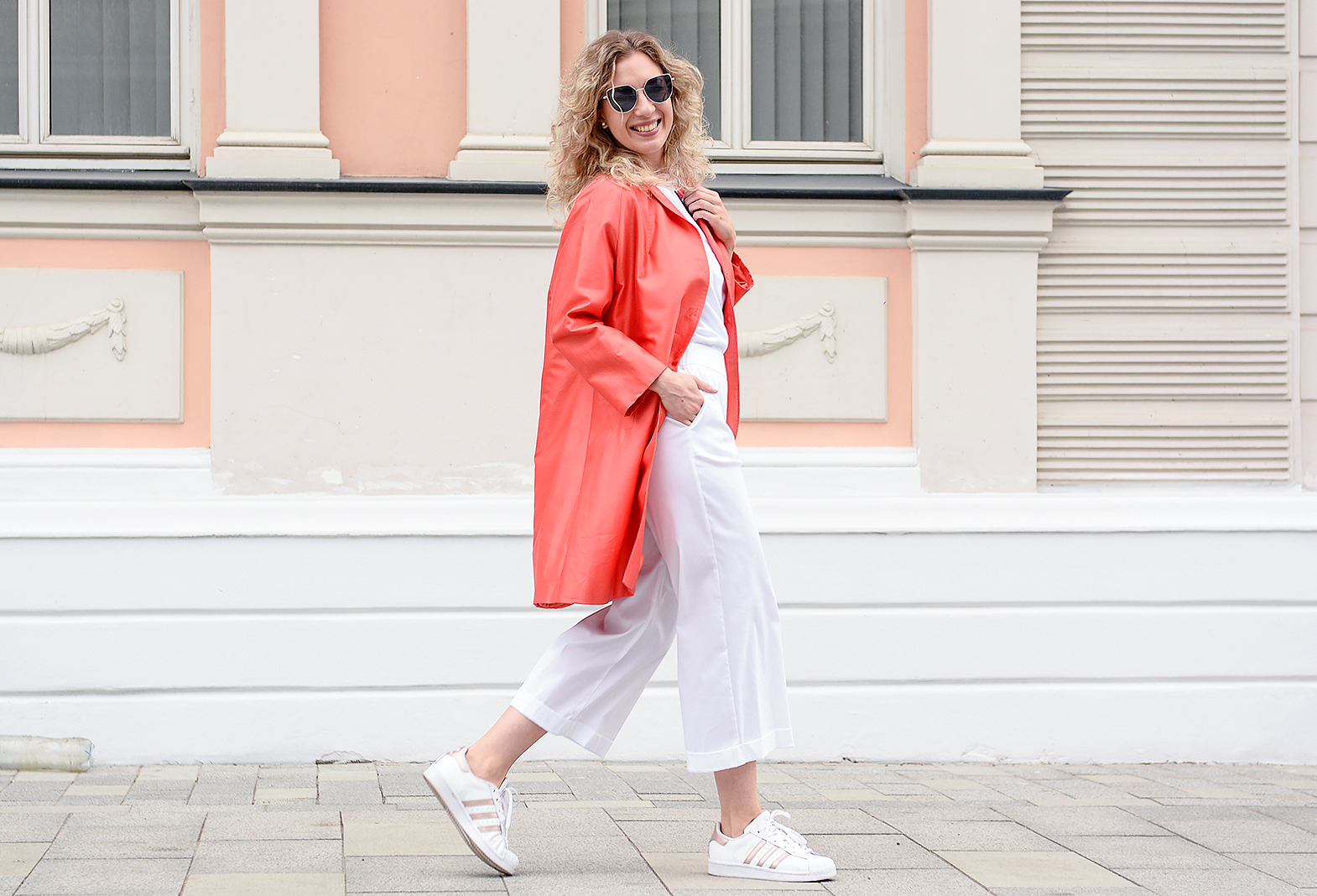 rita_maslova_italbazar_pastel_outfit_cold_summer_looks_sport_casual_orange_coat