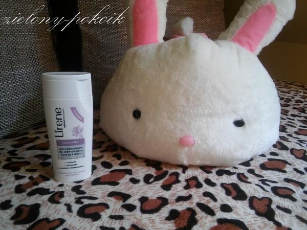 Kosmetycznie: Czy mleczko z Lirene dobrze pozbywa się makijażu?