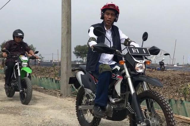 Setelah Ada Ancaman Kubur Diri, Jokowi Akhirnya Serahkan Lahan ke Petani Telukjambe, Minta Tak Usah Demo ke Istana Lagi