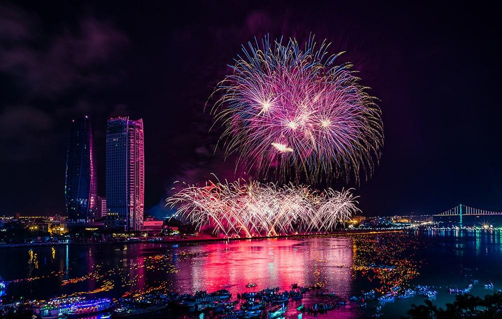 Bắn pháo hoa đẹp tại Đà nẵng chúc mừng năm mới 2019 và lễ họi ảnh sáng pháo hoa kinh điển