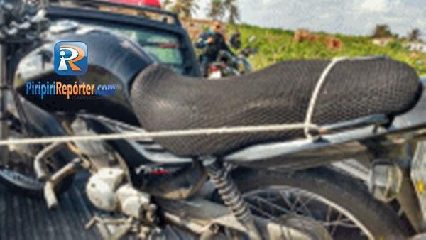 Moto roubada em Piripiri é encontrada enterrada em Camocim - CE