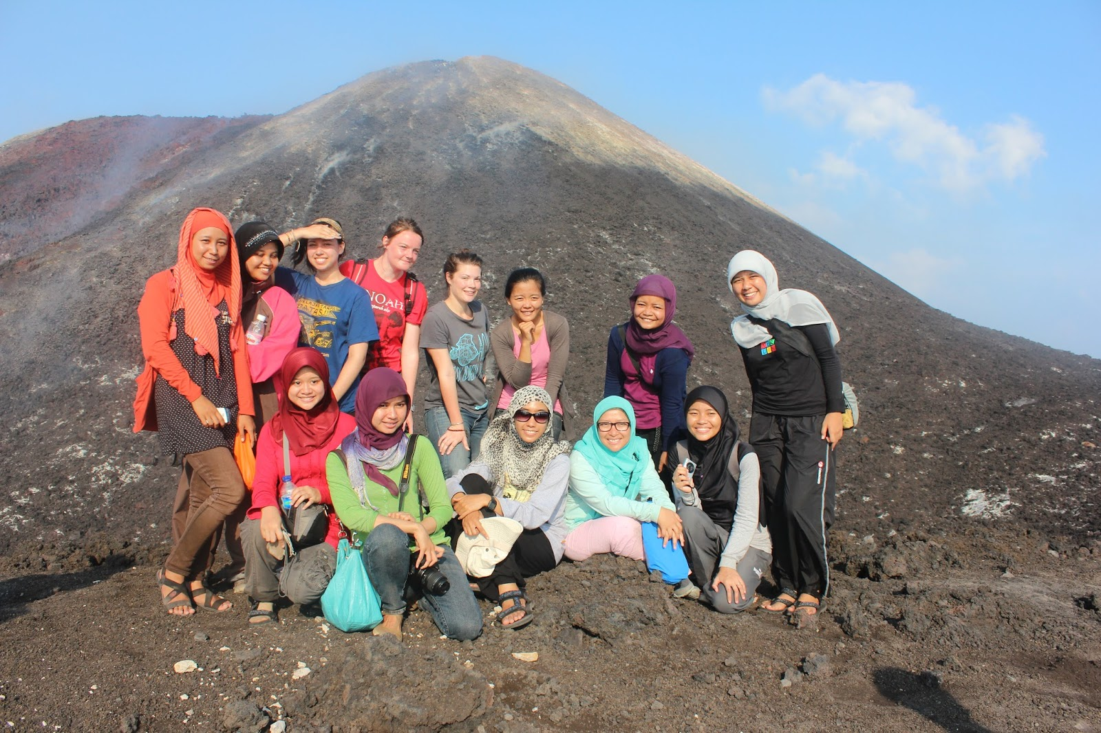Hiking di Gunung Anak Krakatau Voluntourism Sebesi Book for Mountain