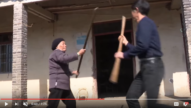 Salut! Usia 93 Tahun Nenek Ini Masih Aktif Mengajar Kung Fu