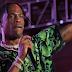 Travis Scott canta música inédita no festival Rolling Loud