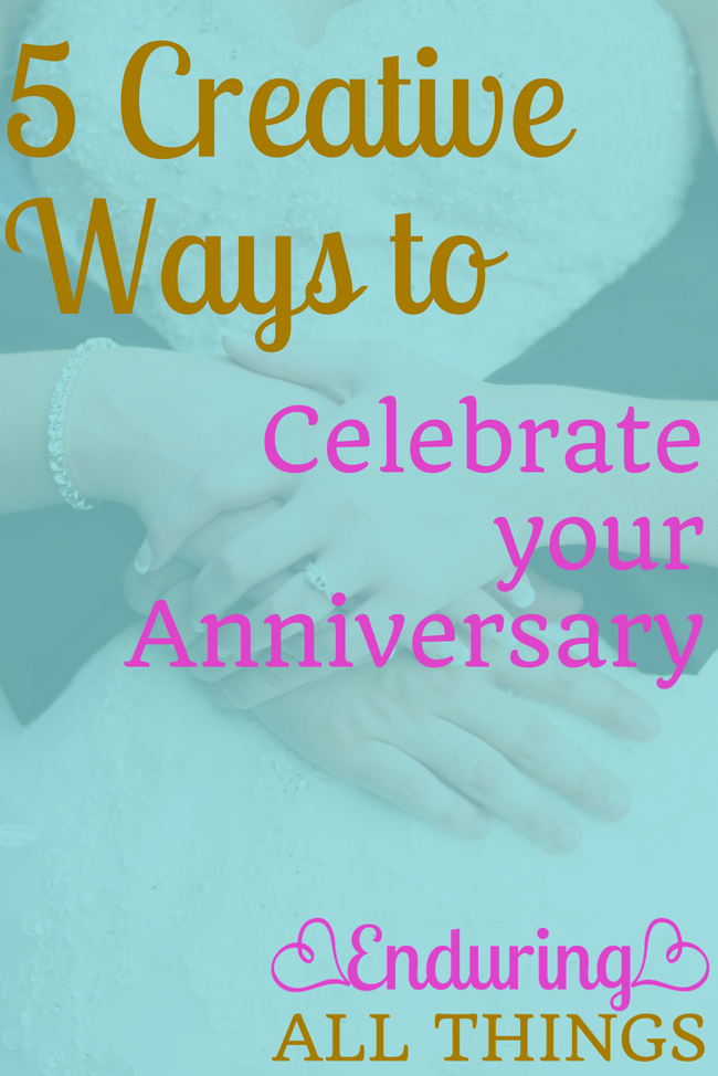 We all know date night can get monotonous and boring, right? I think we've all been guilty of falling into the trap of just doing dinner and a movie again. While I think we should try to spice up our date nights all the time, there's no more important than on your anniversary, am I right? So here are 5 Creative Date Ideas to Celebrate your Anniversary